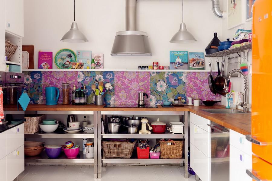 Стеновая панель белой кухне