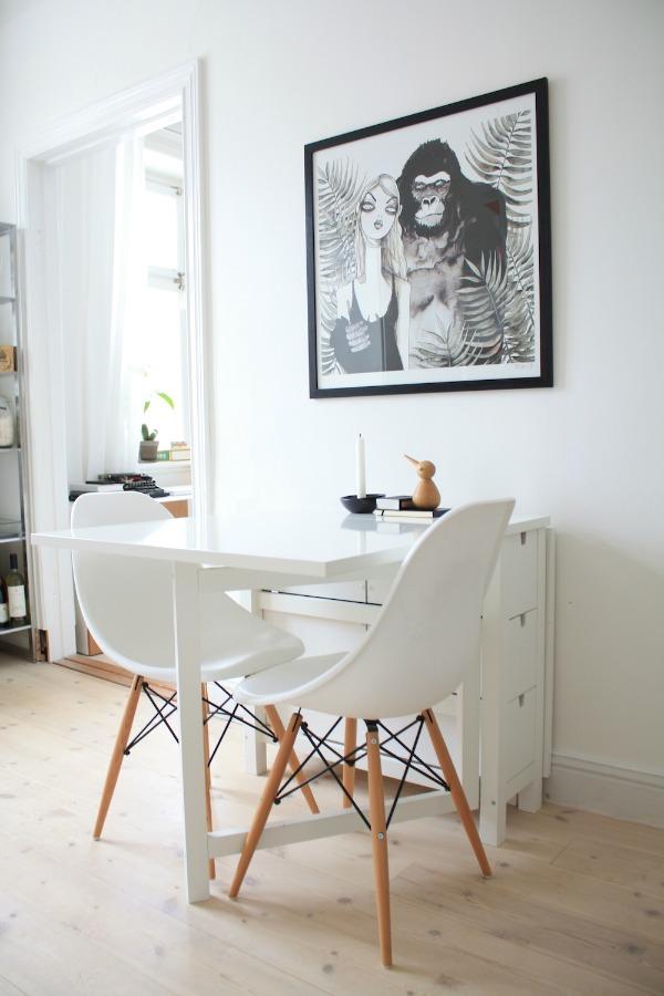 Стол на кухне. Маленькая кухня